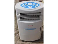 Honeywell EH1086 Remote Control Evaporative Air Cooler with 20 L Water Tank 240V~50Hz