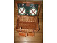 Wilton Limited Edition Luxury 4 person picnic hamper £110