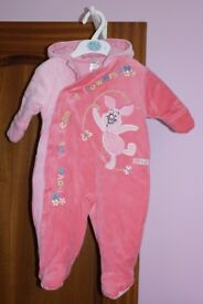 Baby girl outside suit age 0-3 months