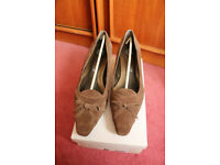 Evans Ladies Court Shoes Brown suede Size 8