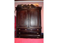 Queen Anne style large wardrobe in Mahogany finish