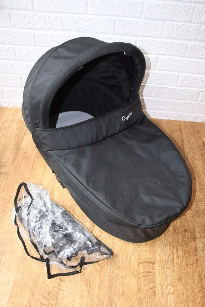 Babystyle Oyster CARRYCOT - black ****can post*****