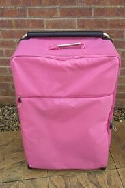IT Worlds Lightest Large 2 Wheel Case - Pink