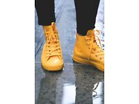 Size 3.5 yellow converse almost new