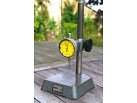 Comparator stand and dial gauge