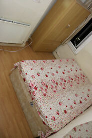 Double room to rent for Single person £440 or Couple £500 from 1st August near Plaistow Tube station