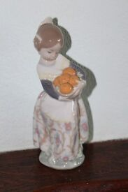 LLadro figure Girl with oranges