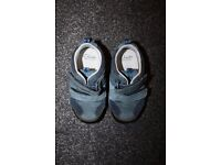 Boys toddler shoes Clarks 5.5 ***can post***