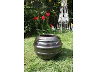 Black glazed outdoor plant pot 30cm