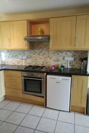 Three bed available in Roehampton area great for students or sharers