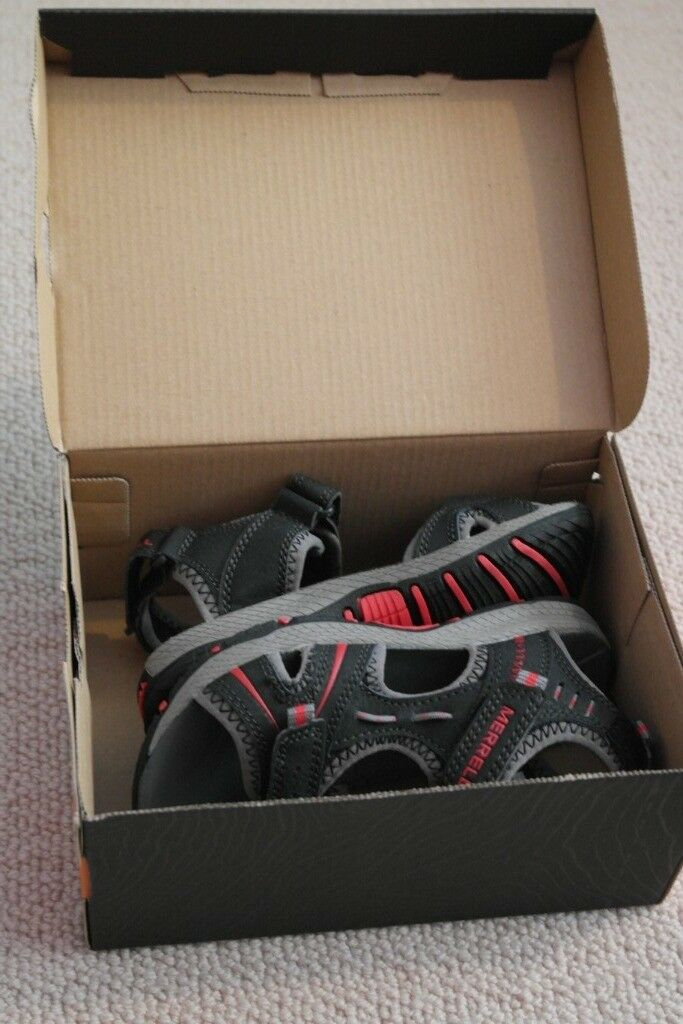 3f221c13d4b3 Brand new in box Merrell Panther boys real leather sandals size 11 UK