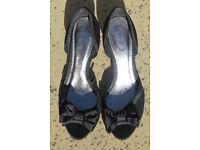 Black ladies mid heel peep toe shoes size 7 - Debenhams