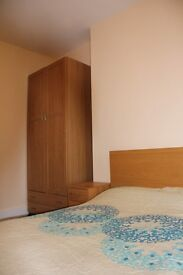Furnished Double Room in Trendy Queens Park. Bills included.