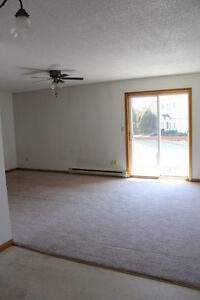 Bright Two Bedroom- Main Floor, Coin Laundry - Off Norte Dame