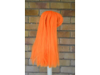 Coloured wigs for dressing up. Various colours, long and short