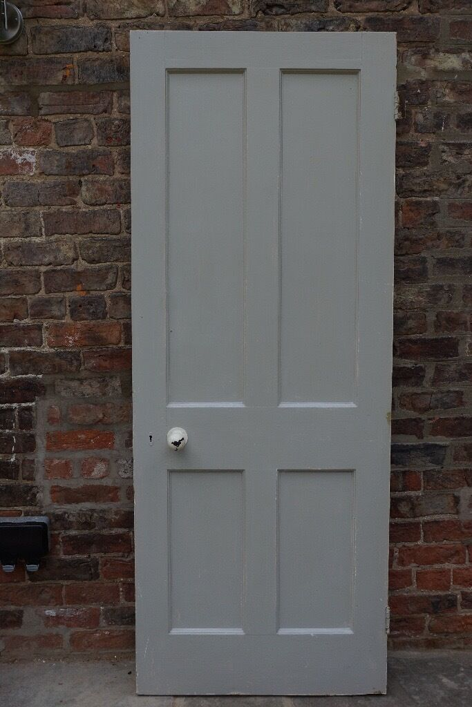 Victorian 4 Panelled Painted Internal Doors In Very Good Condition,  Complete With Door Knobs.