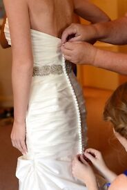 Stunning petite wedding dress - Save over £1600!!!! Already professionally dry-cleaned