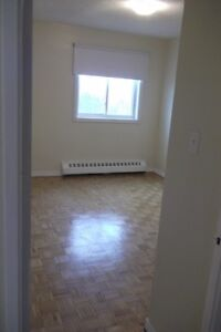 LARGE 1 BEDROOM APARTMENT IN PORTHOPE (UTILITIES INCLUDED)