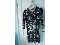 Wallis Black and white tunic top – size 12