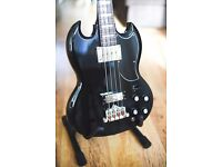 Epiphone EB-3 bass guitar, black. Like new. Includes stand.