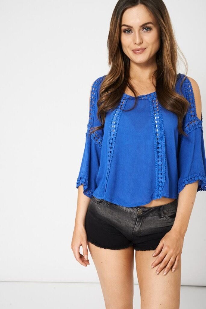 EMBROIDERED DETAIL CUT OUT SHOULDER TOP