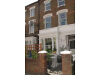 2 Bed, 1st floor flat with sunny roof terrace to let