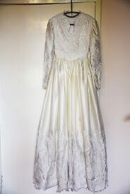 Beautiful wedding dress, size 12