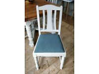 4 painted chairs. 4 vintage chairs. 4 kitchen chairs. 4 Dining chairs. Wooden chairs (1538)