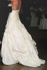 Beautiful ivory wedding dress size 10.