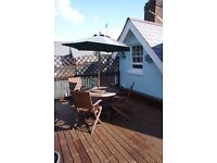 Attractive two bed attic flat in quiet location with roof terrace and parking