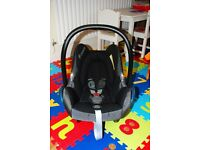 Maxi-cosi Cabriofix Infant Car Seat and compatible Maxi-cosi Easyfix (Isofix) base - no accidents