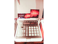 NATIVE INSTRUMENTS MASCHINE MK2 with software (FULL SIZE)