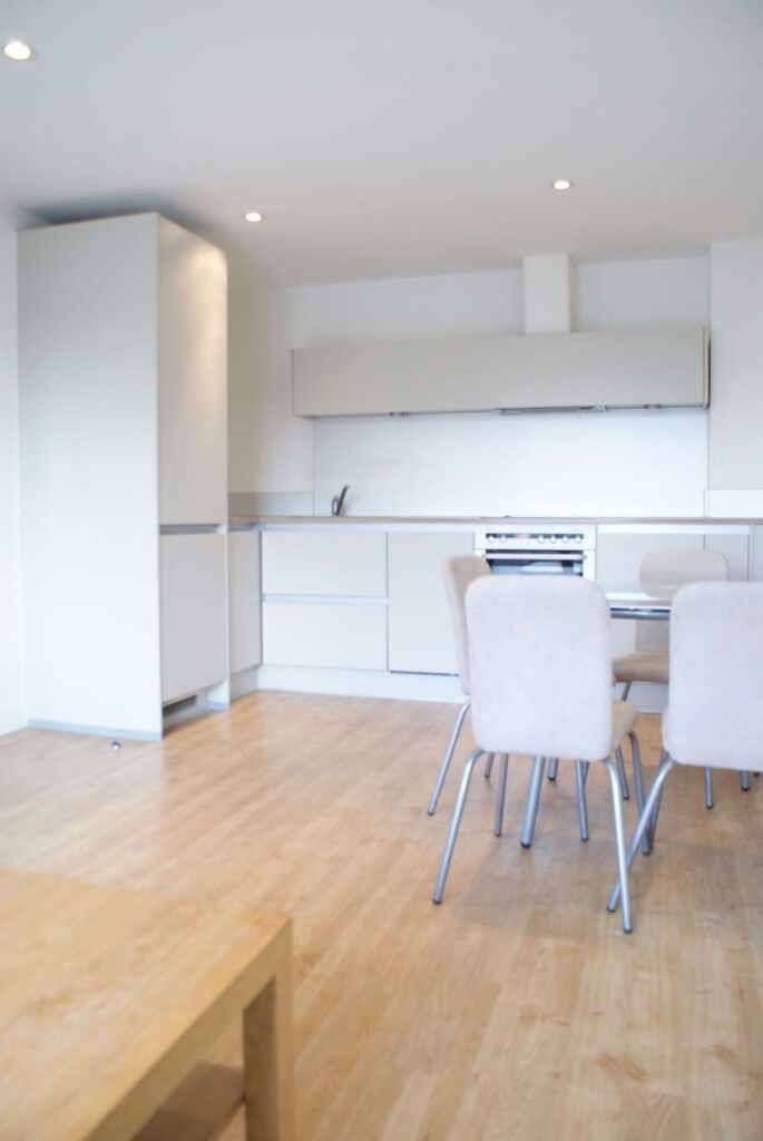 Two bedroom two bathroom flat near Roman Road, E3 2FQ, close to Bow Road station, furn or unfurn