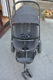 Quinny Moodd black devotion pushchair