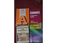 4 ECONOMICS BOOKS ALL FOR ONLY £5