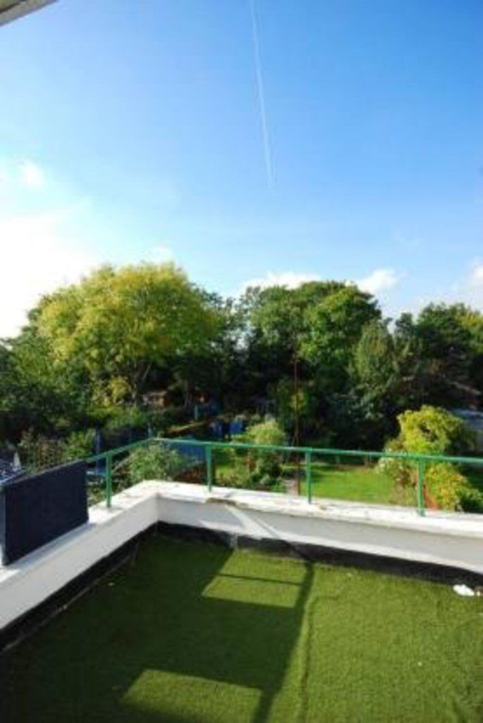 Spacious Three Bedroom Apartment Split Over Two Levels With Private Balcony Located in East Dulwich