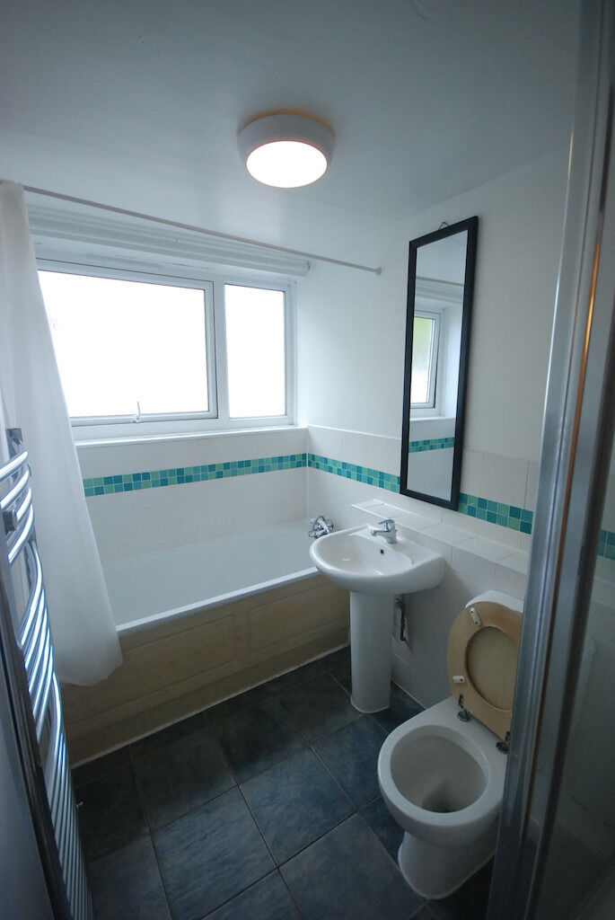 spacious four bedroom available on Holloway road