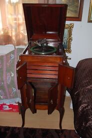ANTIQUE Gramophone Player