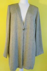 Warp & Weft Ladies 2 Piece Jacket and Top, Gold. Size 18