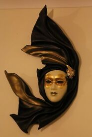 Vintage Carnival / Masquerade Mask in excellent condition: Wall Hang / To-Wear (Optional) Feature