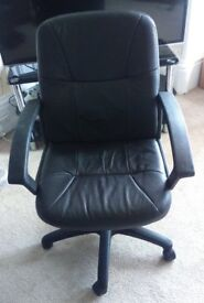 Black tilt and swivel office chair with hydraulic height adjuster