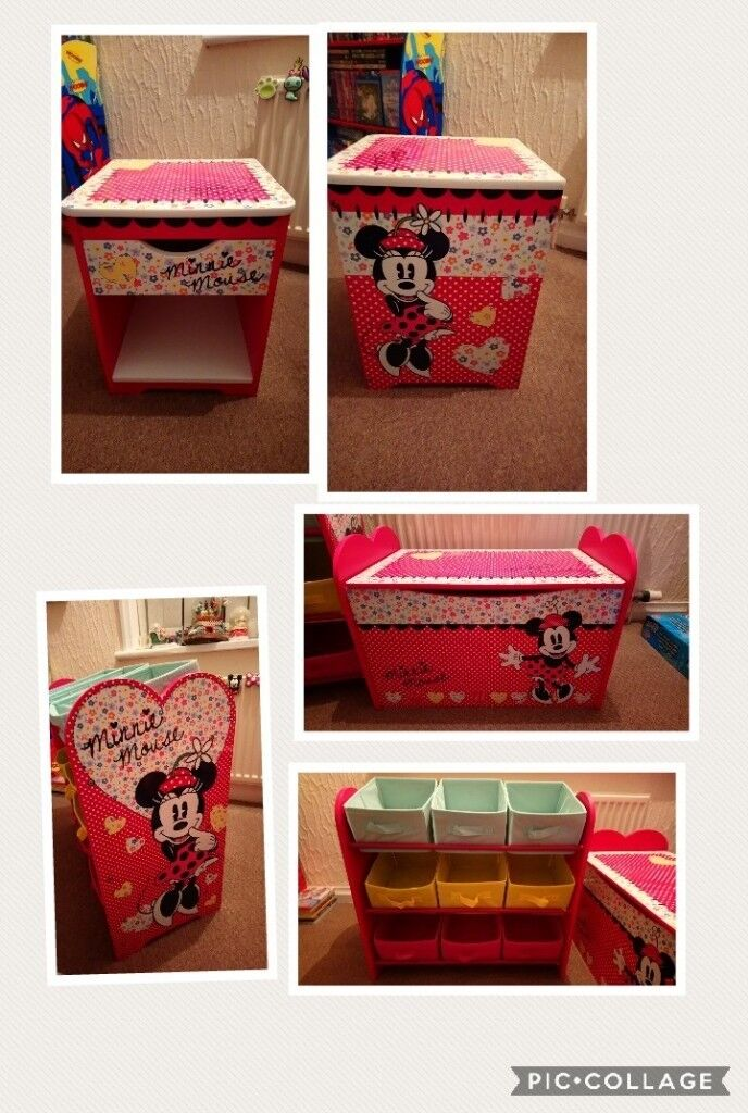 Disney Minnie Mouse Bedroom Set In Excellent Condition In