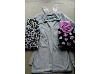 Womens/teenagers dressing gown and 2x pjs bundle