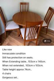 ⭐️REDUCED. Table and chairs set ⭐️