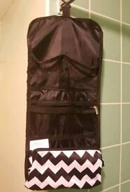 Bathroom organiser hanging bag