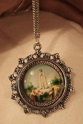 (Lovely Fleur de Lis Starburst Our Lady of Fatima Glass Cameo Silvertone Necklace)