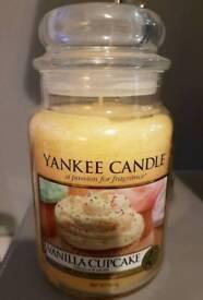 Large vanilla yankee candle