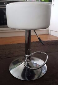 Adjustable bar stool with lift - 36cm diameter seat - white faux leather finish