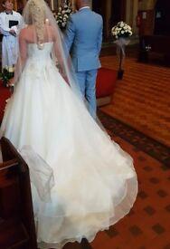 Stunninng, Ronald Joyce Designer Wedding Dress