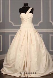 Vera Wang wedding dress- Vera wang size 10